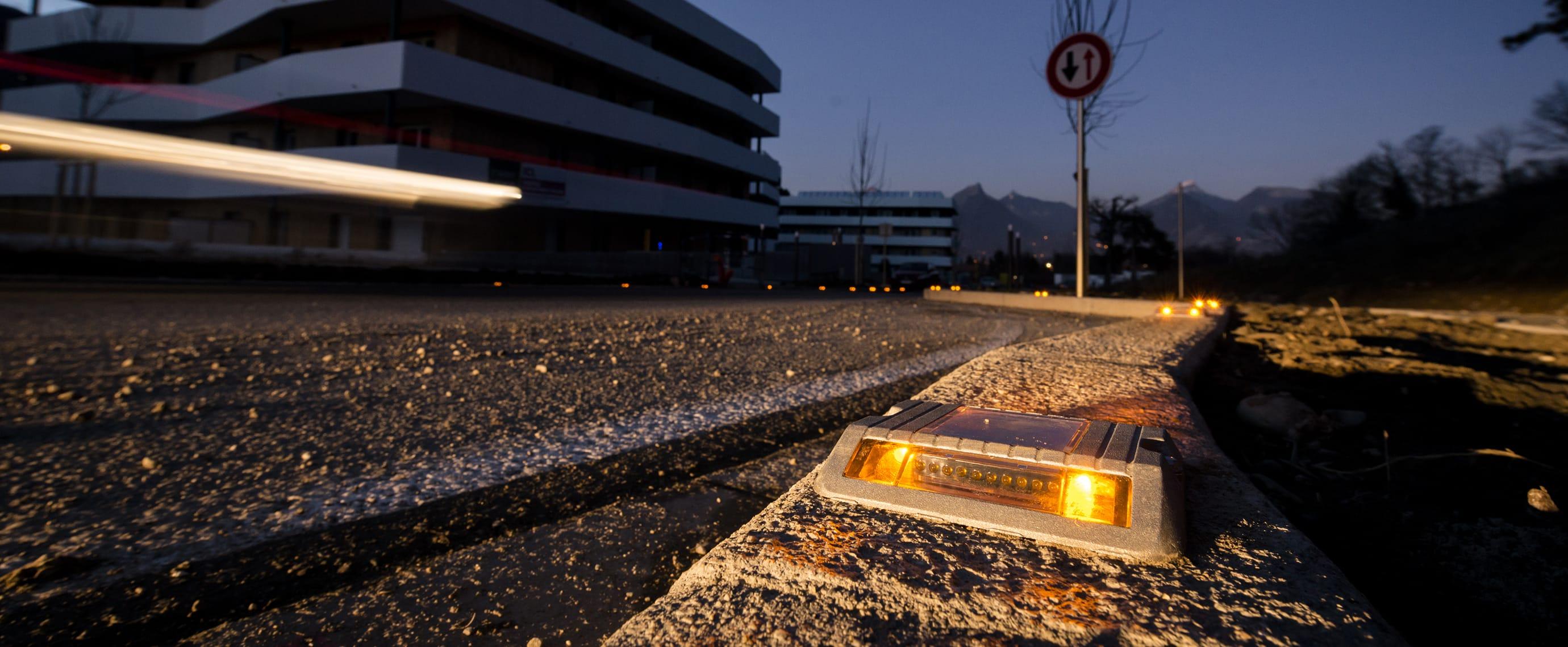 Balisage de sécurité LED sur rétrécissement de chaussée