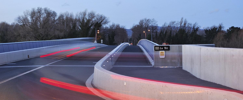 Piste cyclable : balisage LED sur un pont