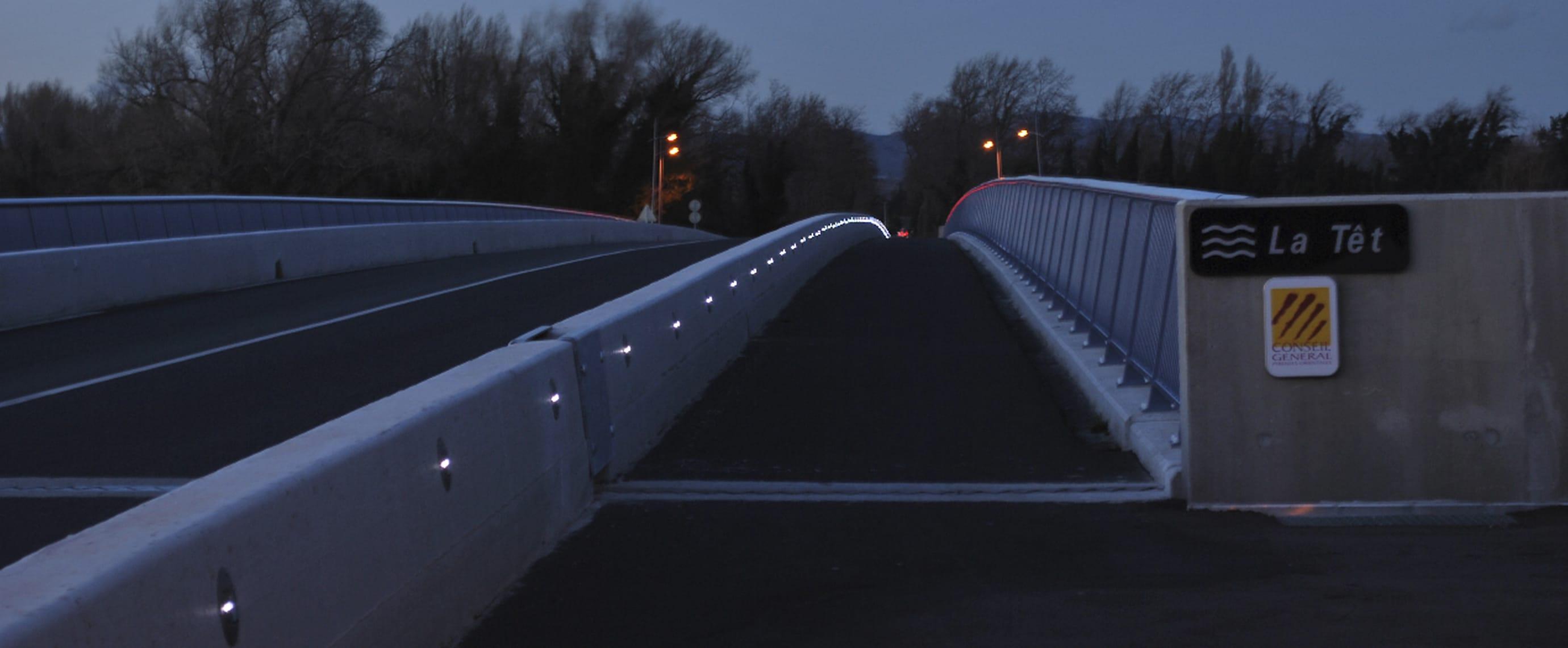 Piste cyclable balisage LED solaire avec plot solaire ECO-143 Eco-Innov