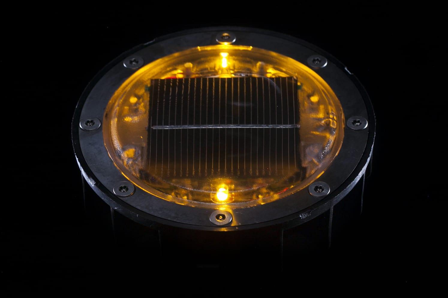 Plot lumineux solaire pour piétons, vélos, PMR ECO-128 ambre