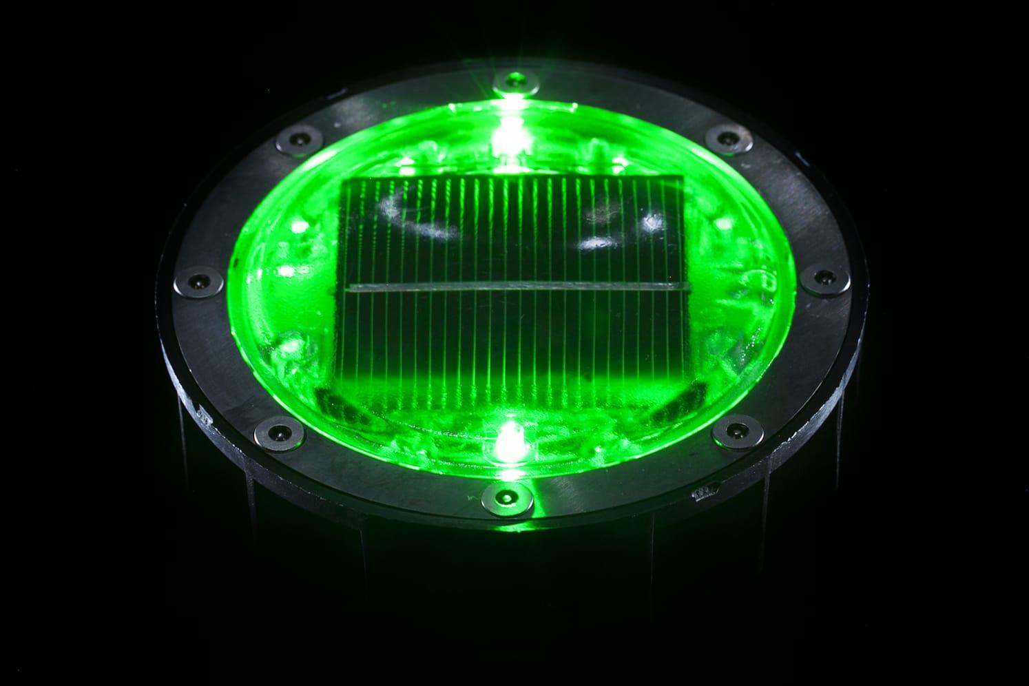 Plot lumineux solaire pour piétons, vélos, PMR ECO-128 vert