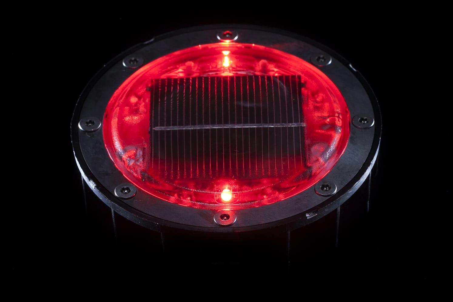 Plot lumineux solaire pour piétons, vélos, PMR ECO-128 rouge