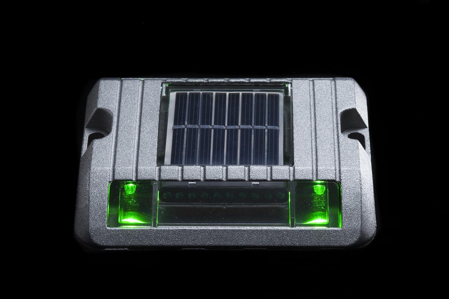 Balise solaire de sécurité pour bordure, îlot, giratoire ECO-118 vert